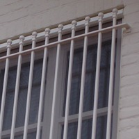 Raambeveiliging met vierkante spijlen