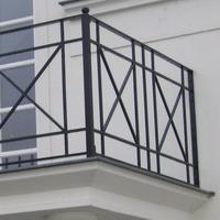 Balkonhek met kruizen